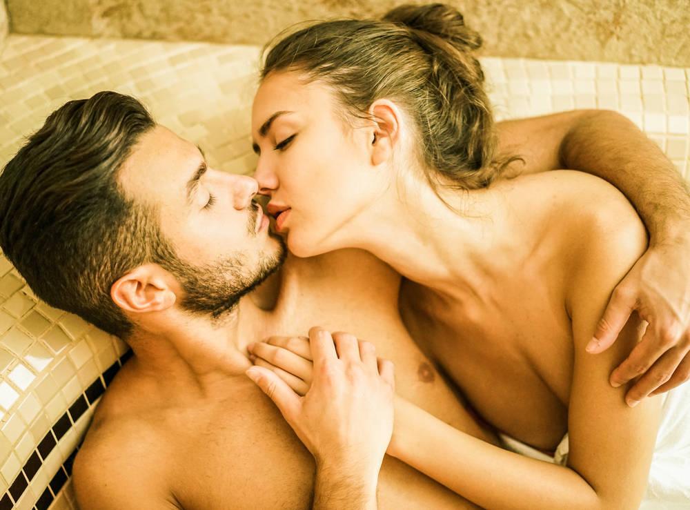 Los beneficios del sexo en el baño